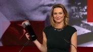 Anja Reschke mit dem Hans-Joachim-Friedrichs-Preis 2018 © NDR Foto: Screenshot