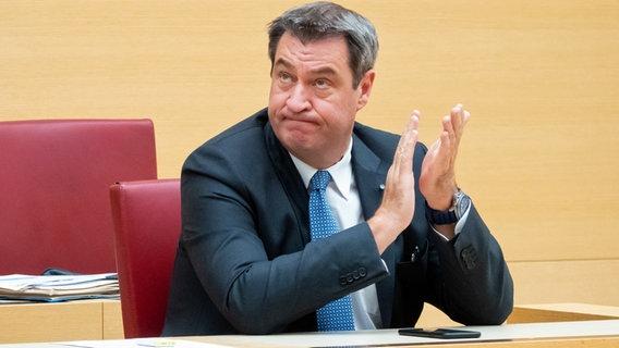 Markus Söder (CSU), Ministerpräsident von Bayern, sitzt im bayerischen Landtag während einer Plenarsitzung auf seinem Platz. © picture alliance/Josefine Kaukemüller/dpa Foto: Josefine Kaukemüller
