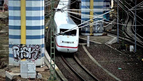 Ein ICE der Deutschen Bahn © NDR Foto: Screenshot