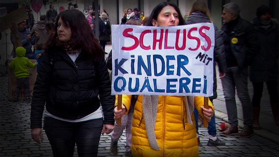 Demonstration gegen Corona-Maßnahmen. © NDR